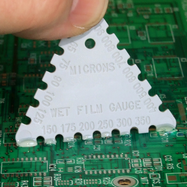 Tricomb for wet conformal coating thickness measurement